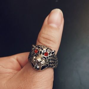Vintage Silver Red Rhinestone Eye Leopard Ring